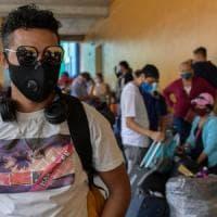 Coronavirus nel mondo, la Spagna chiude le discoteche