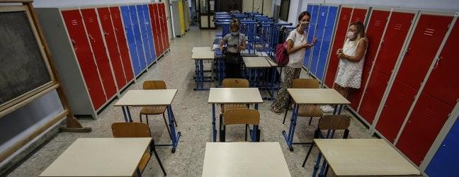 """""""Con la mascherina il metro non serve"""". I tecnici salvano le scuole senza aule"""