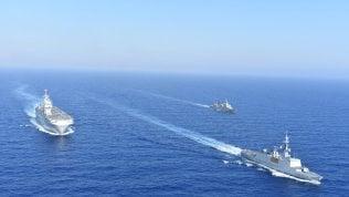 Duello fra Grecia e Turchia nel Mediterraneo: due fregate si scontrano