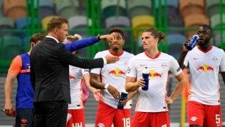 Julian Nagelsmann mentre dà indicazioni ai giocatori durante Lipsia-Atletico Madrid