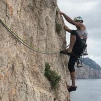 Sardegna, noto alpinista Stenghel muore precipitando dall'isola di Tavolara