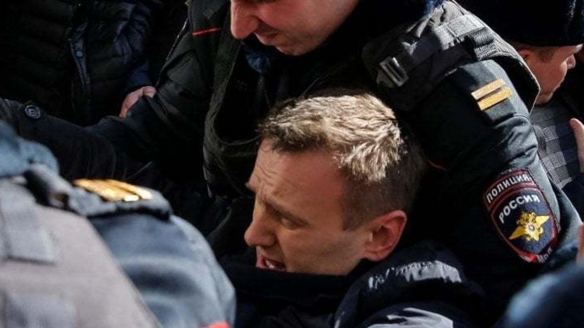 """""""Navalnyj è stato avvelenato"""": in coma l'oppositore russo di Putin. I medici: """"Lottiamo per salvarlo"""""""