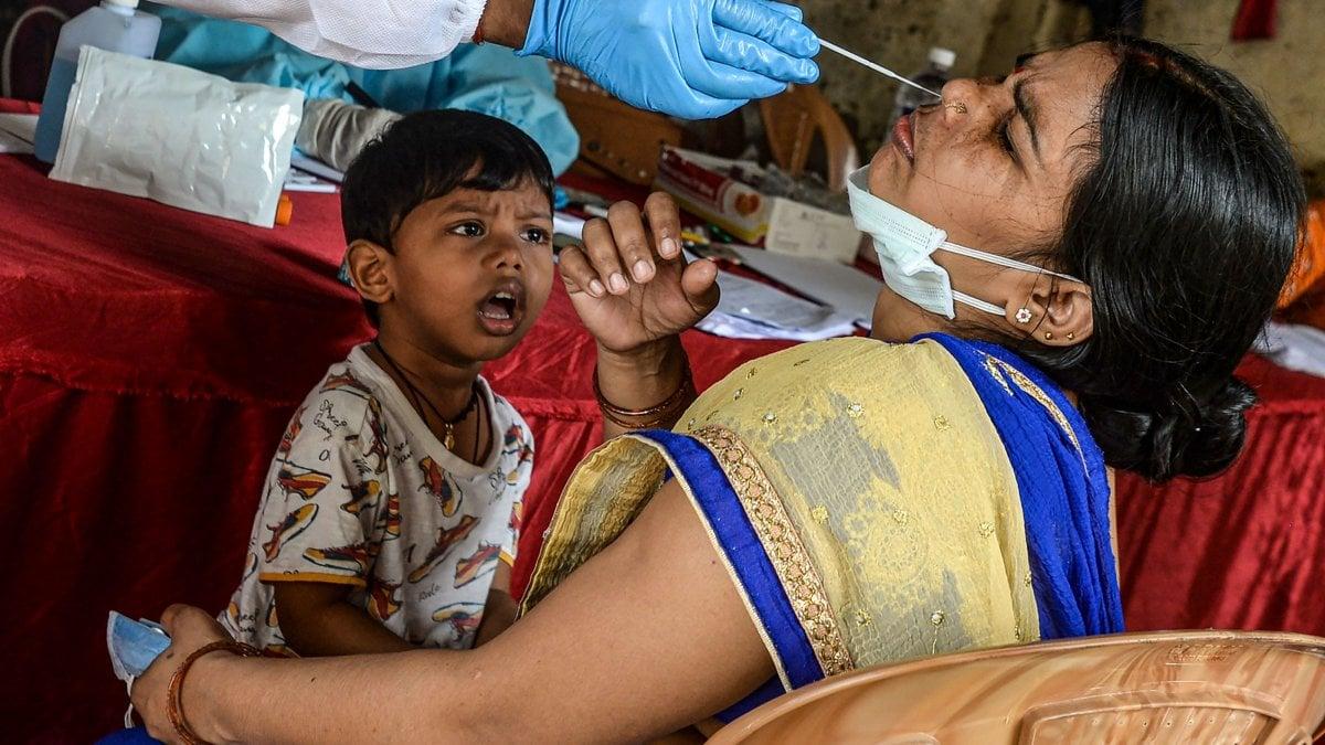 Coronavirus, allarme per l'India: superati i 3 milioni di casi. In Europa preoccupa la Germania thumbnail
