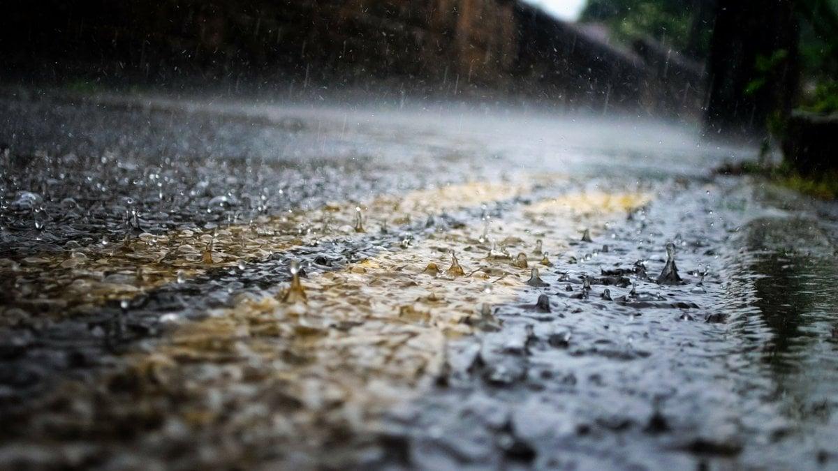 Meteo, maltempo in arrivo: weekend con temporali e nubifragi su mezza Italia thumbnail
