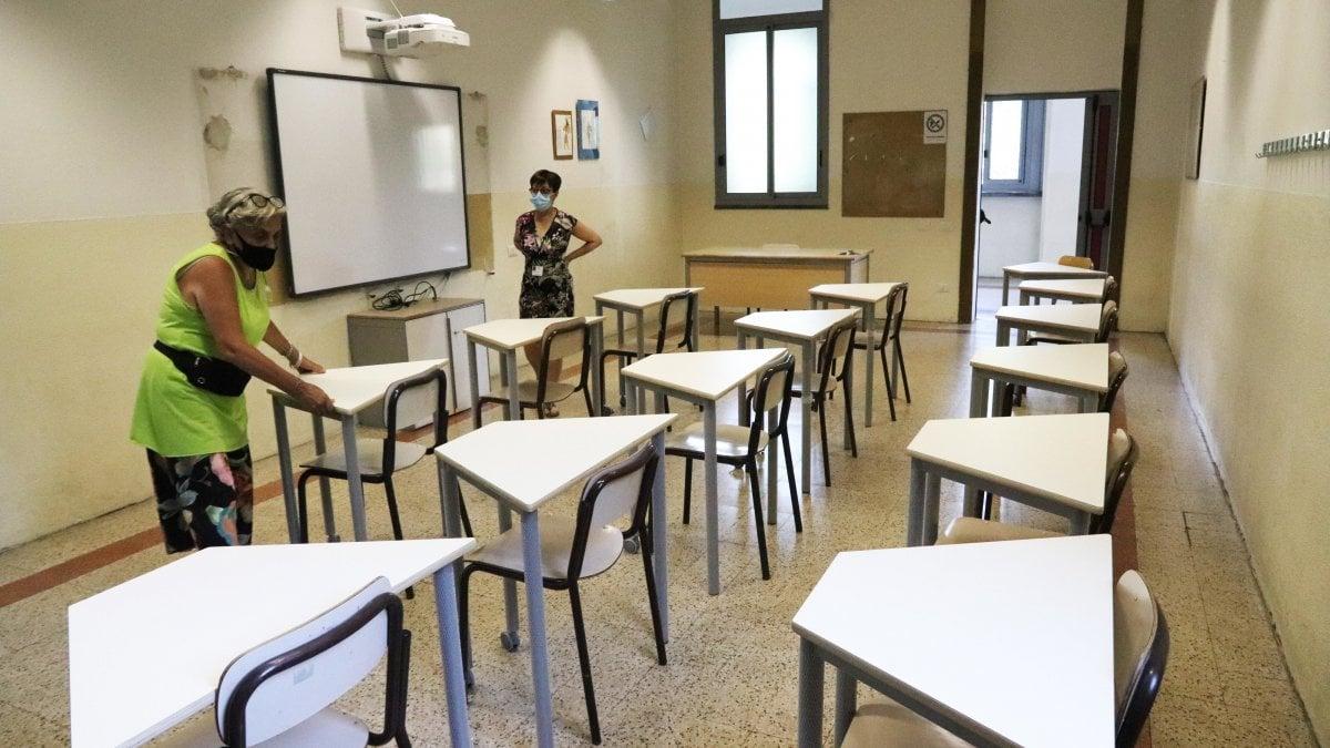 """Il ministero: """"Al via il recupero degli apprendimenti"""". I presidi: """"Ma le scuole non sono pronte"""" thumbnail"""