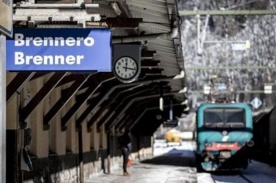 Maltempo, l'Autobrennero chiusa per l'esondazione dell'Adige. Bloccata anche la ferrovia