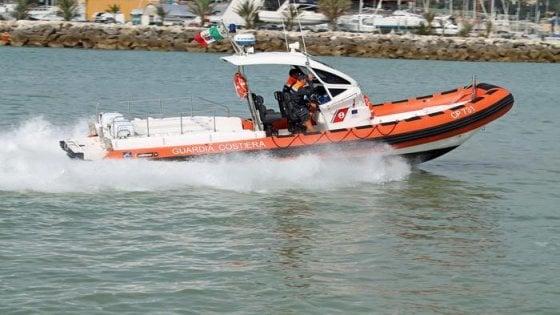 San Benedetto, aveva 17 anni la ragazza trovata morta in mare. Scomparso l'amico, la procura cerca testimoni