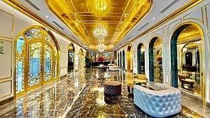 Un hotel d'oro. Quasi low cost