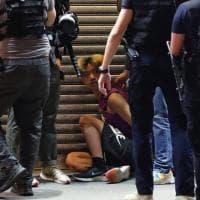 Hong Kong, gli arresti durante le proteste contro il rinvio delle elezioni