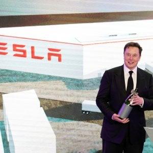 Il crollo di Tesla in Borsa costa a Musk oltre 16 miliardi: perdita record per un Paperone