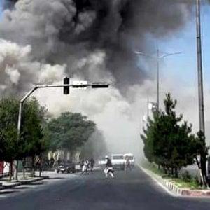 """Afghanistan, attacco al convoglio del vicepresidente Saleh, Emergency: """"L'esplosione in zona commerciale con alto il numero di vittime"""""""