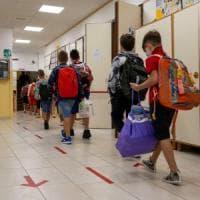 Scuola, gli istituti di Roma senza mascherine chiedono ai ragazzi di portarle da casa