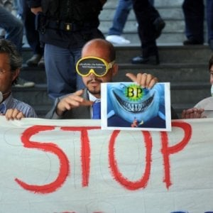 Una manifestazione ambientalista contro BP
