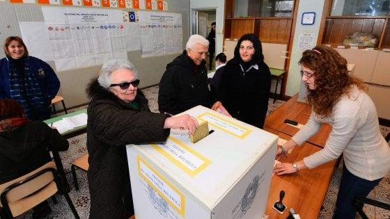 Covid, gli anziani potranno saltare la fila ai seggi