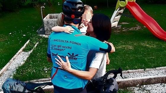 In bicicletta per il figlio autistico, il giro d'Italia solidale di un papà