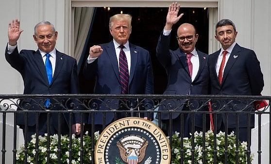 """Washington, firmato alla Casa Bianca l'accordo tra Israele, Emirati e Bahrein. Trump: """"Giorno storico, alba di un nuovo Medio Oriente"""""""