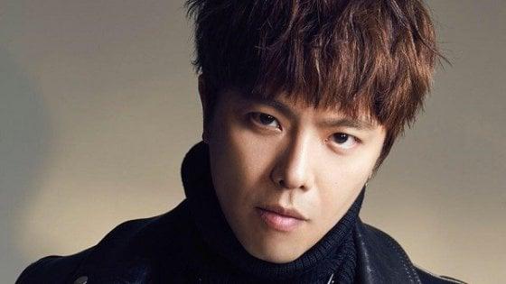 È morto il cantante taiwanese Alien Huang, aveva 36 anni