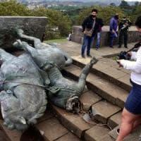 """Colombia, gli indigeni abbattono la statua del conquistador. """"Rappresenta cinque secoli..."""