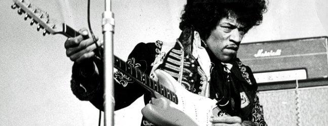 Jimi Hendrix, mezzo secolo senza il re della chitarra elettrica che incendiò il rock video