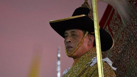 38 aerei per un sovrano: la Thailandia pronta a scendere in piazza contro le spese folli del re