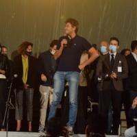"""M5S, Di Battista ritorna e dal palco di Bari attacca: """"Altro che voti disgiunti, la..."""