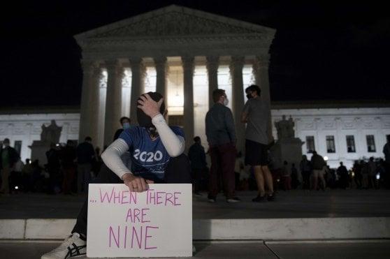 """Usa, addio a Ruth Bader Ginsburg, giudice liberale della Corte Suprema. I suoi ultimi desideri: """"Sostituiscimi dopo le elezioni"""""""