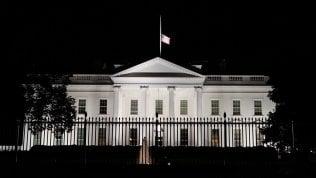 """L'America piange: """"Titano della legge"""". Biden: """"Notizia triste"""". Hillary: """"Mai nessuna come lei"""". Bandiere a mezz'asta alla Casa Biancadi ALBERTO CUSTODEROL'analisi Le conseguenze politiche della morte di RGBdal nostro corrispondente FEDERICO RAMPINI"""