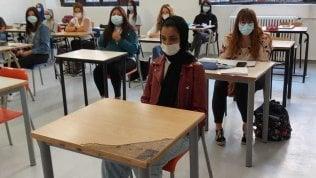 """Scuola, calano gli studenti stranieri in Lombardia: """"In fuga per colpa del coronavirus"""""""