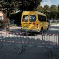 Dimenticato sullo scuolabus a 6 anni, rompe il vetro ed esce