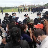 """Thailandia, migliaia in piazza contro governo e monarchia: """"Un primo storico passo verso..."""