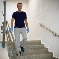 """Germania, Navalnyj cammina da solo e senza flebo: """"La mia guarigione però è ancora..."""