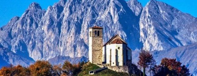Cammini d'ItaliaLe Pievi in Carnia, il silenzio dei boschi bagnati dal Tagliamento Foto Il dossier