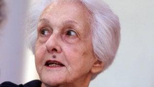 """""""Album di famiglia"""": lo scandalo per le parole di Rossanda sulle Br di LUIGI MANCONIAddio alla signora della sinistra di SIMONETTA FIORI"""