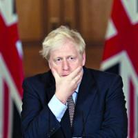Regno Unito, polemica per il viaggio segreto di Johnson in Italia. Ma Downing Street...
