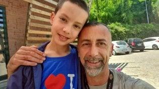 """Operaio uccide il figlio di 11 anni e si toglie la vita La mamma: """"Mai avrei pensato che potesse fargli del male"""""""