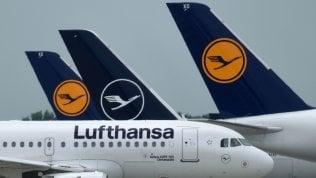 Lufthansa, terzo giro di tagli a causa del Covid: a terra 150 aerei