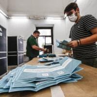 Regionali, è pareggio: centrosinistra vince in Campania, Toscana e Puglia. Trionfo di...