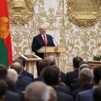 """Bielorussia, Lukashenko si insedia """"in segreto"""". L'opposizione: """"Disobbedienza a oltranza"""""""