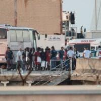 Patto sui migranti, la Commissione Ue: solidarietà obbligatoria. Redistribuzione o...