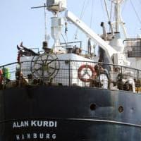 """Alan Kurdi con 125 migranti attraccherà ad Olbia. Protesta il governatore: """"Decisione..."""