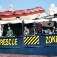 Migranti, la Guardia costiera vieta l'imbarco del team di ricerca e soccorso sulla Mare...