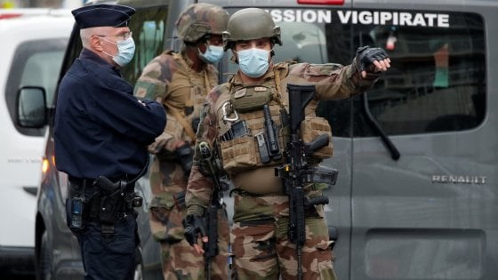 """134028770 b5927e23 3697 4f48 b48d 1e3c184698de - Nizza, attacco in cattedrale: due morti. Il sindaco: """"È terrorismo"""""""