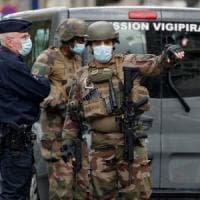 Parigi, attacco di fronte alla ex sede di Charlie Hebdo: due accoltellati. Arrestato un...