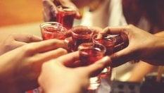 Bere fino ad ammalarsi: fra gli adolescenti aumentano i casi di intossicazione alcolica