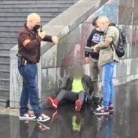 Identità, età, radicalizzazione: i tanti misteri dell'attentatore di Parigi