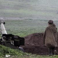 Armenia e Azerbaigian sull'orlo della guerra: almeno 23 morti