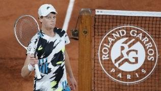 Roland Garros, esordio super di Sinner: battuto Goffin in tre set. Avanti anche Cecchinato e Travaglia