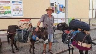 Un pensionato, due asinelle e la folle idea: un viaggio da Monaco di Baviera a Palermo