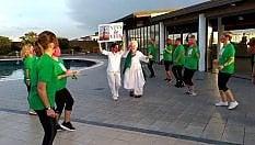 Pazienti oncologiche ballano Jerusalema: flash mob è un inno alla vita