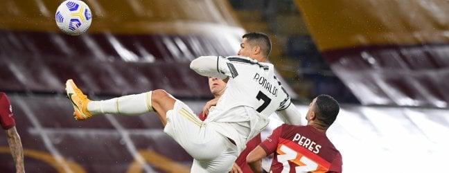 Juve in 10, ma c'è Ronaldo: 2-2 a Roma Il Napoli travolge il Genoa 6-0 Il Milan vince a Crotone 2-0 Verona a punteggio pieno, Udinese ko 1-0